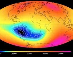 La misteriosa anomalía que debilita el campo magnético de la Tierra parece estar dividiéndose