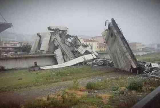 Se derrumba en Italia puente de la autopista de Génova 'matando al menos a 10'