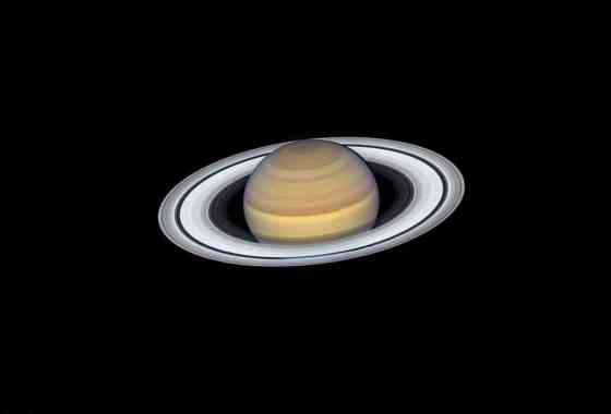Cuatro lunas que orbitan Saturno