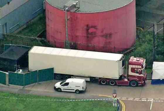 Encuentran en Inglaterra 39 muertos en el remolque de un camión