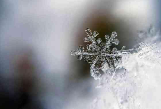Misterio resuelto: ¿por qué el agua caliente se congela más rápido que la fría?