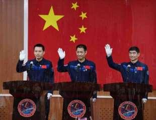 China lanzará el jueves la primera tripulación a su nueva estación espacial