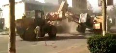 Vídeo viral: Batalla entre seis excavadoras en China