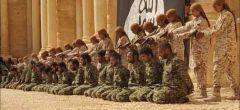 Adolescentes de ISIS ejecutan a 25 soldados sirios en el anfiteatro de Palmyra