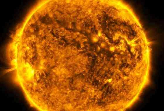 Mira al Sol girar vertiginosamente