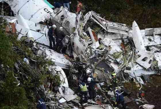 71 muertos en accidente aéreo de un equipo de fútbol de Brasil