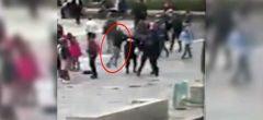 Momento del ataque con martillo de Notre Dame captado por la cámara (VIDEO)