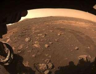 Perseverance realiza en Marte su primer paseo de unos metros