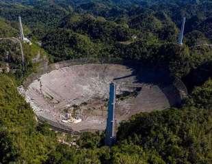 Este es el momento exacto del colapso del icónico telescopio de Arecibo