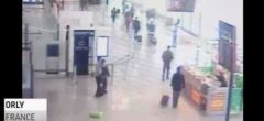 Ataque en el aeropuerto de Orly: Nuevo vídeo muestra el momento en que el soldado es sujetado