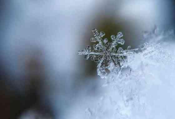 Nueva teoría de cómo crecen los copos de nieve