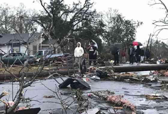 Cuatro muertos después que un tornado golpea Mississippi infligiendo 'daños masivos'